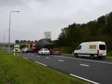Flinke schade bij botsing tussen auto en vrachtwagen