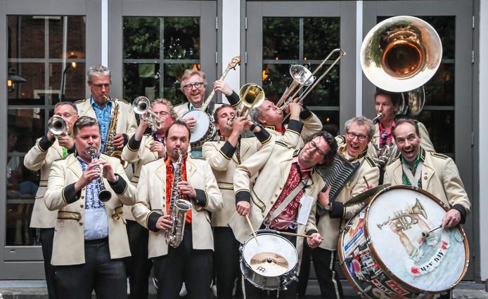 De May Day Jazzband bestaat 25 jaar en begint het jubileumjaar met een bijzonder optreden samen met sterzangeres Dorona Alberti.