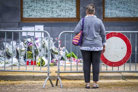 Op de plek van het schietincident in Spa zijn bloemen neergelegd.