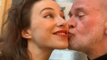 """VRT-correspondent Björn Soenens (51) en zijn vrouw Emma (33) vanuit broeihaard New York: """"Elke avond dansen we. Net nog op 'Stayin' Alive'"""""""