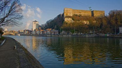 Stenen van citadel van Hoei vallen op twee woningen