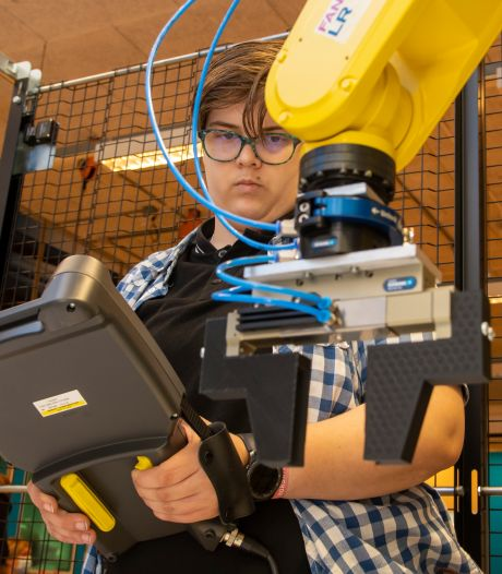Vier nieuwe robots op Landstede in Harderwijk stomen mbo'ers klaar voor de toekomst
