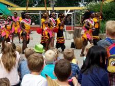 Kleurrijk Oeganda op Ommer school