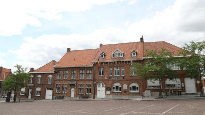 """Het zit er bovenarms op tussen burgemeester en oppositie in Zonnebeke. In Samen Spraak klaagt """"verwarring en onzekerheid"""" over woonproject Beselareplaats aan in folder"""