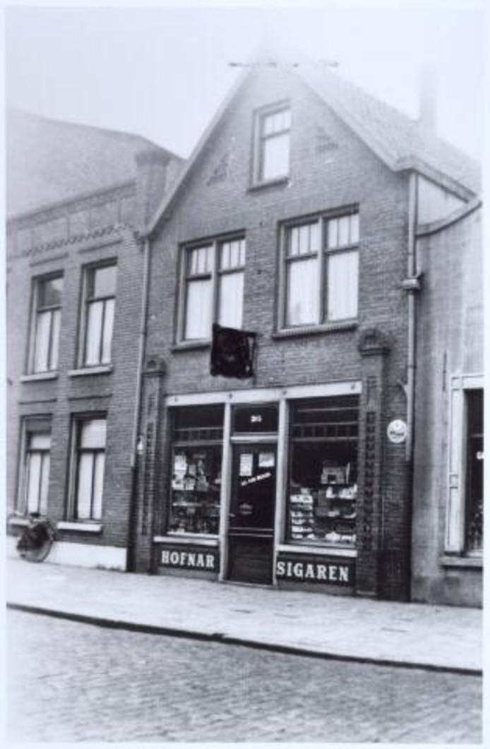 Hasseltstraat 305 Tabakswinkel L.C. van Berkel - van Dijk.