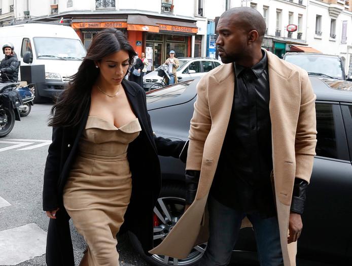 Kim Kardashian en rapper Kanye West in Parijs in 2014.