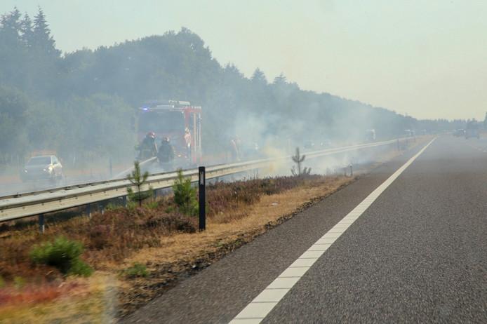Bermbrand bij de A67 in Hapert