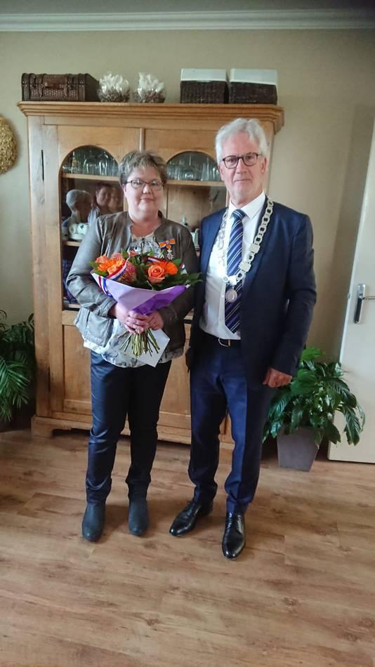 Anja. Langerwerf-Lambregts (52, Zevenbergschen Hoek) - Lid in de Orde van Oranje-Nassau