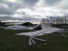 VIP-tent GP Adrie van der Poel door storm deels de lucht in