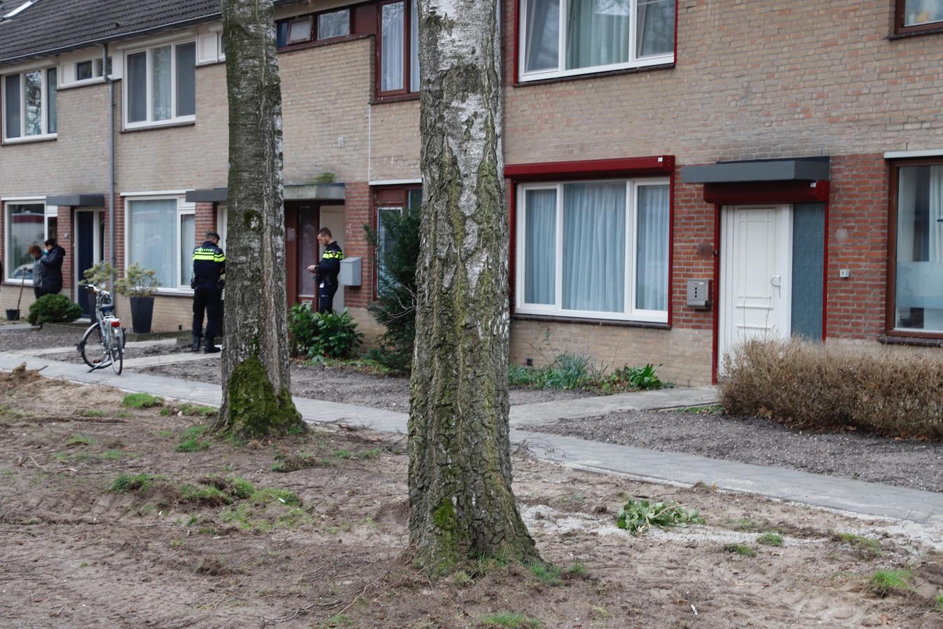 De politie na de inval in de woning in Cuijk, maart dit jaar.