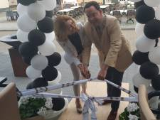 Burgemeester opent nieuw restaurant annex viswinkel in Vught