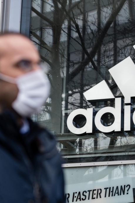Adidas décide de cesser de payer les loyers de ses magasins fermés puis s'excuse face au tollé