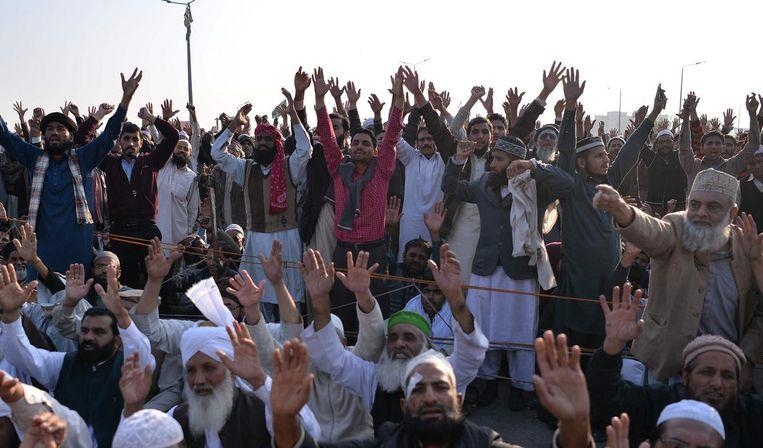 Aanhangers van de Tehrik-i-Labaik protesteren in Islamabad op 26 november 2017. Beeld afp