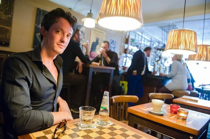 Stamgast Lucas de Waard in café de Palm