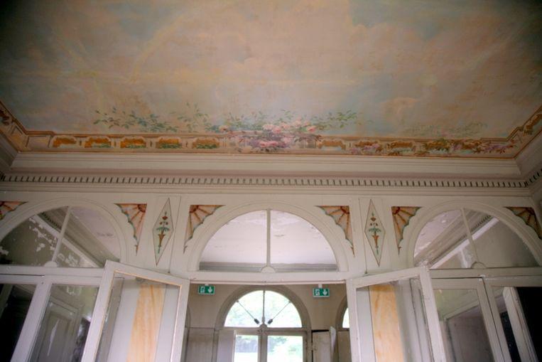 Fresco's op het plafond van Villa Viardot. Beeld Kleis Jager