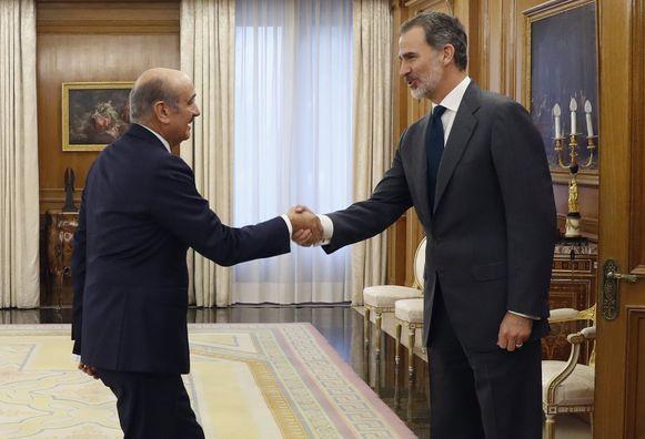 Koning Felipe VI (rechts) ontvangt alle partijleiders vooraleer hij wellicht aftredend premier Pedro Sanchez tot formateur zal benoemen.