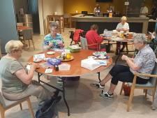 Eerst aandacht voor eenzame ouderen, dat geld komt later wel 'Cake voor heropening HelvoirThuis met liefde gebakken'
