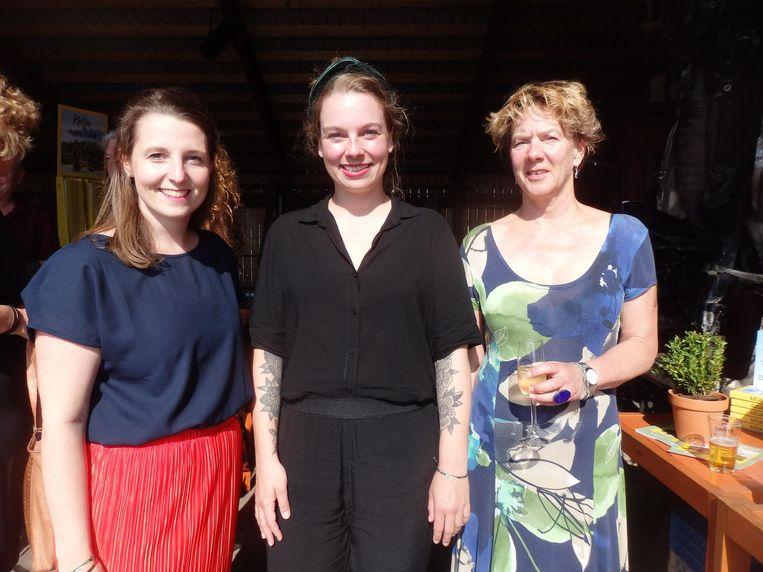 Stéphanie van den Bosch, Merel Blom en Andrea van Steen, ook van uitgeverij mo'media. 'Ja, met kleine letters' Beeld Schuim