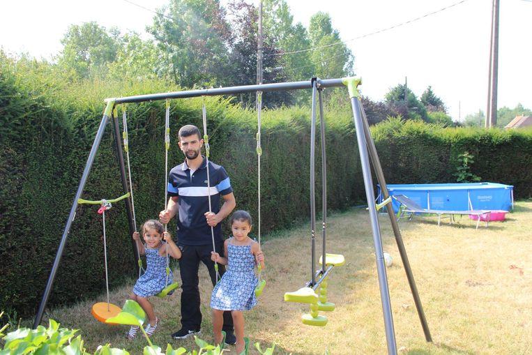 Ahmed El Barajraji verliest een groot deel van het tuintje waar zijn dochters Sofia en Assia in spelen.