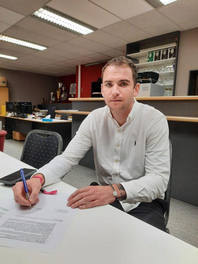 """Lachen doet hij op deze foto niet, maar Stephen Buyl klinkt wel degelijk tevreden over zijn transfer: """"Dit blijft de club van mijn hart."""""""