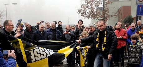 Clubheld Dejan Curovic bij presentatie jubileumboek 'Elke dag Vitesse'