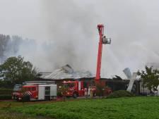 Felle brand verwoest schuur in Oud-Vossemeer