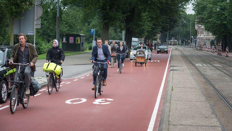De Sarphatistraat als fietsstraat waarin auto's 'te gast' zijn Beeld Mats van Soolingen