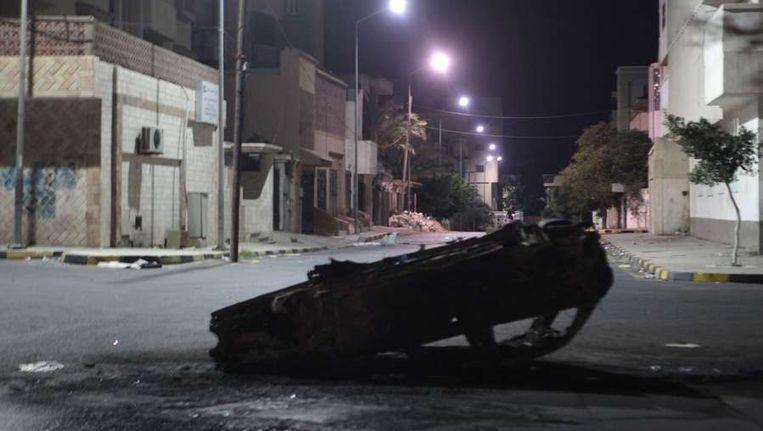 Een verlaten straat in Tripoli. Beeld afp