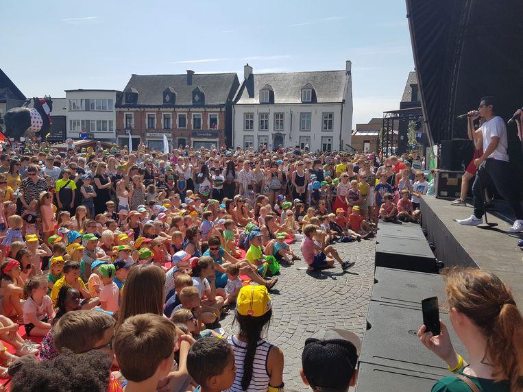 Feest op de Markt in Lennik tijdens de doortocht van de Ronde van Frankrijk in Lennik