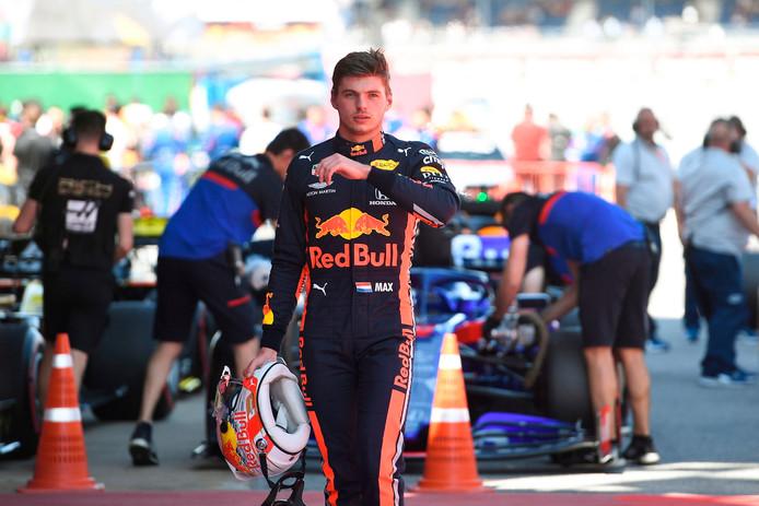 Max Verstappen baalt ervan dat het gat met Mercedes is gegroeid.