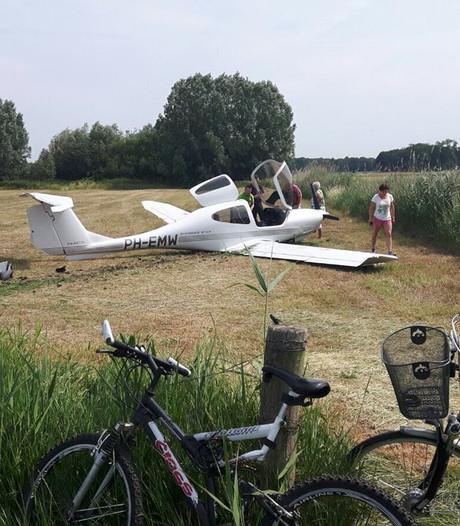 Sportvliegtuigje crasht bij noodlanding in Helvoirt, twee inzittenden ongedeerd