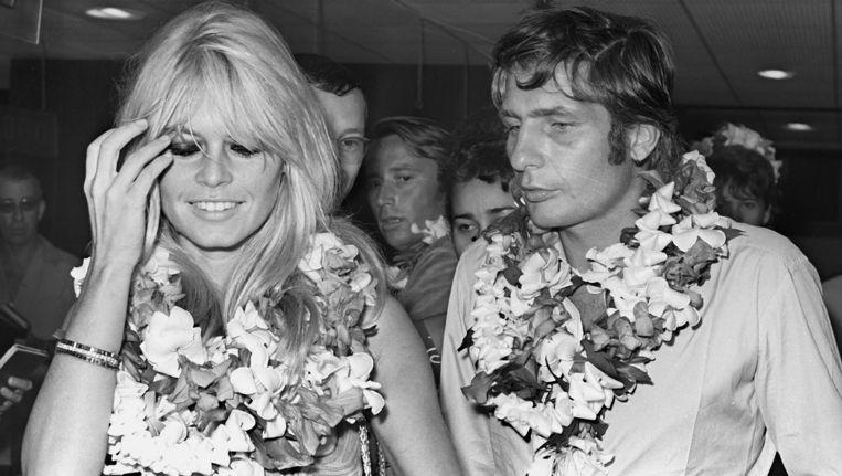 Brigitte Bardot in 1966 op huwelijksreis in Tahiti met haar man Gunter Sachs. Beeld null