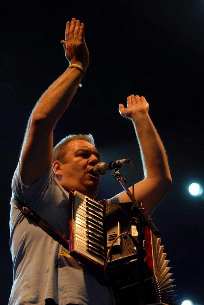 Wim Opbrouck trad onder meer in 2008 op in Dranouter, samen met zijn band De Dolfijntjes.