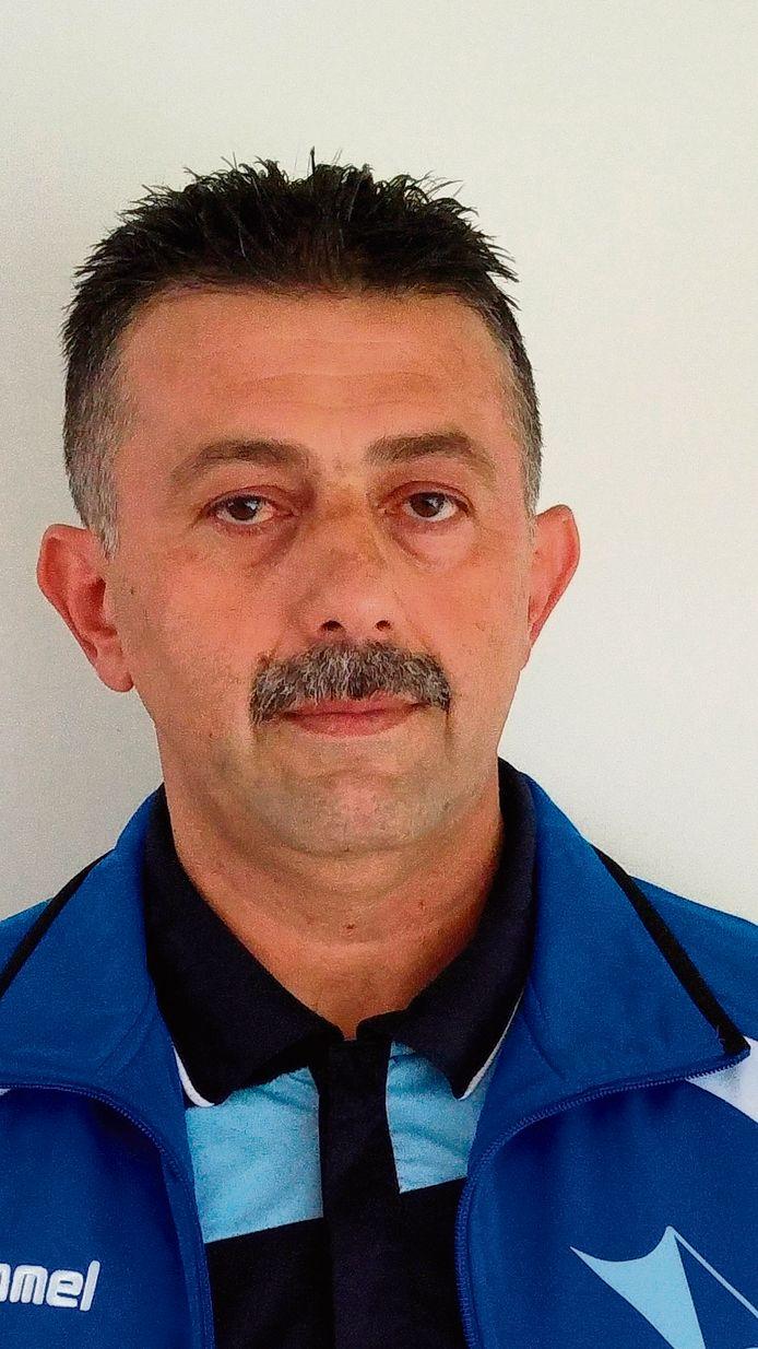 Salim Özer stopt na dit seizoen als trainer van Twello.