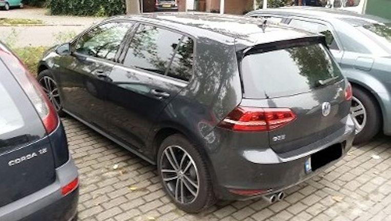 De grijze VW Golf werd vrijdag 23 oktober gevonden op de Louwersdonk te Breda. Beeld Politie