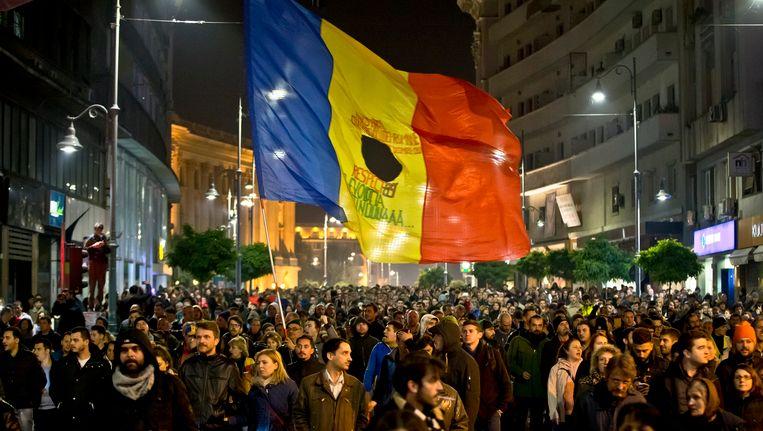 Duizenden demonstranten in Boekarest. Beeld AP