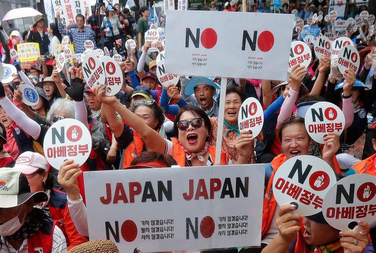 Zuid-Koreanen protesteerden dinsdag 13 augustus tegen de handelsbeperkingen die Japan aan Korea heeft opgelegd.