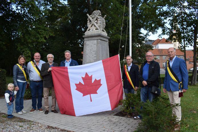 In elk van de vier dorpskernen van Assenede wappert nu de Canadese vlag.