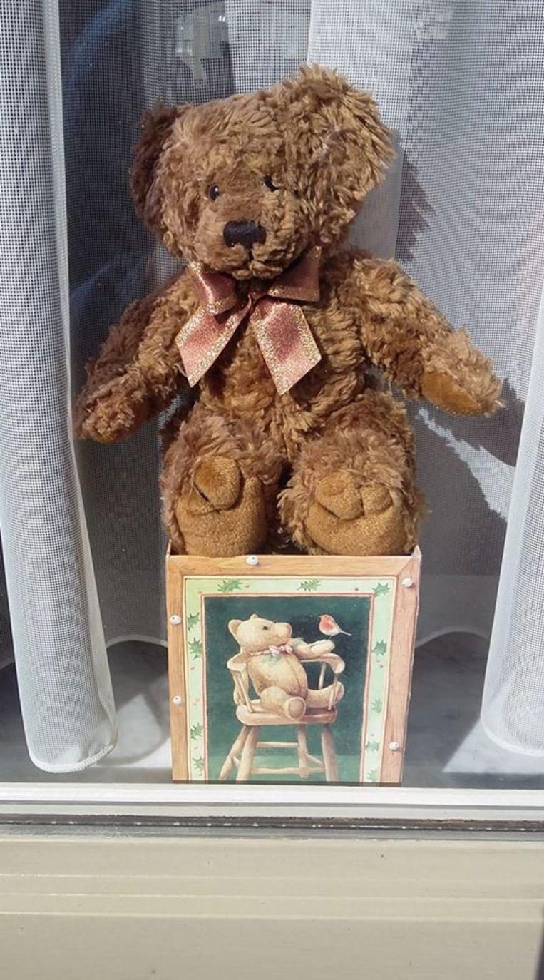 Zoek naar de teddyberen in het straatbeeld: Neerhofstraat in Izegem.