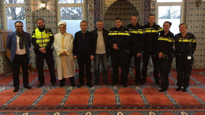 De desbetreffende foto in de Ertugrul Gazi Moskee