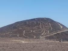 Archeologen vinden 2000 jaar oude tekening van een kat op heuveltje in Peru