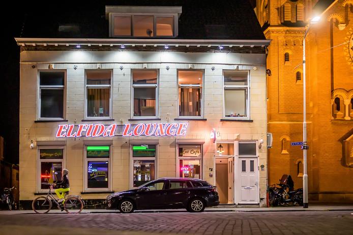"""Bij Elfida Lounge in Roosendaal kun je zo naar binnen kijken. ,Iedereen mag binnenlopen."""""""