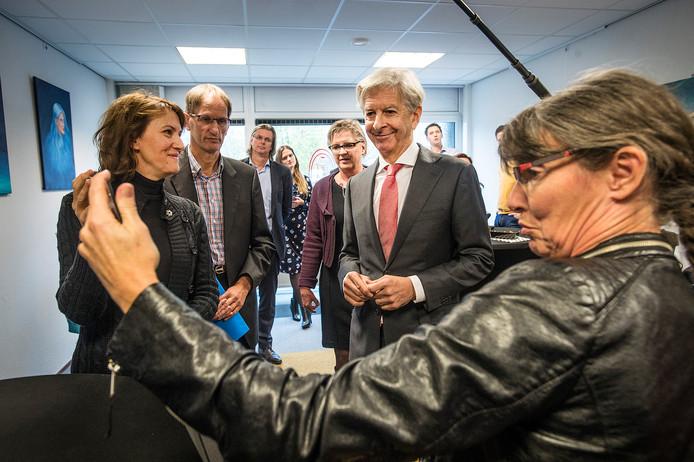 In de 2016 bracht de toenmalige minister Ronald Plasterk een bezoekt aan De Vrije Inloop in Breda. Op de voorgrond initiatiefneemster Erna Smeekens.