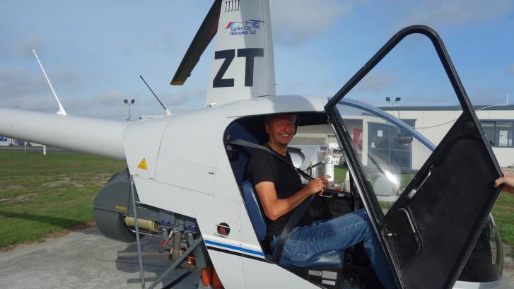 Ewout bouwt helikoptersimulator voor 75.000 euro