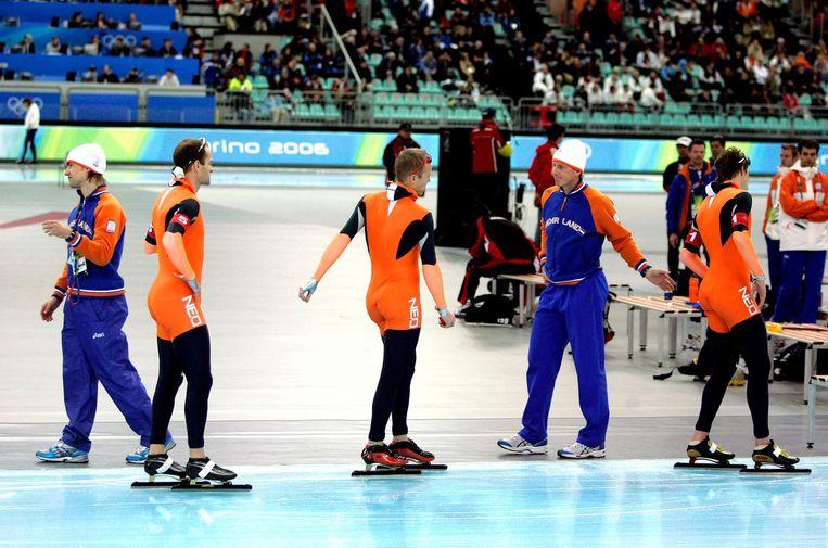 De balende ploeg, bestaande uit (vlnr) Mark Tuitert, Erben Wennemars, Carl Verheijen, Rintje Ritsma en Sven Kramer. Beeld anp