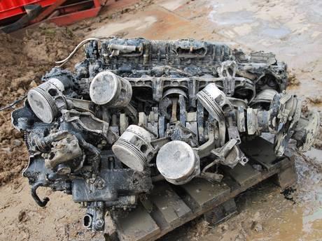 Royal Air Force krijgt motorblok van neergestorte Lancaster in Werkendam
