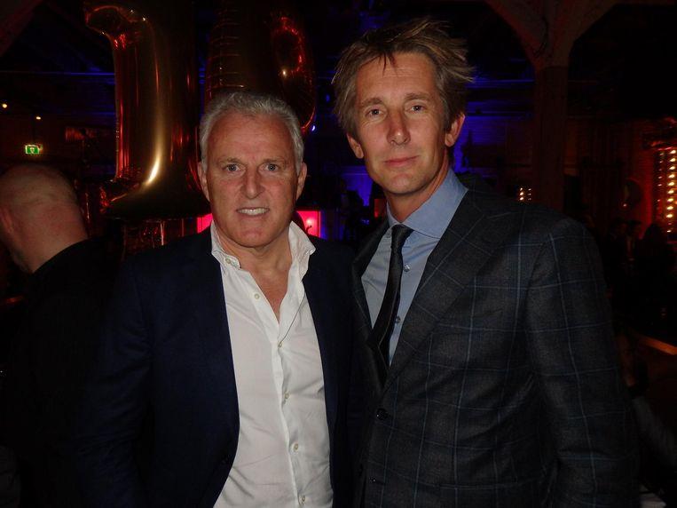 Oud-winnaars: misdaadkenner Peter R. de Vries (l) en Edwin van der Sar, marketingdirecteur van Ajax. 'Ik snap zelf ook niet hoe. Ik was dat jaar maar een paar maanden in Nederland' Beeld Schuim