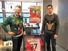 Berkellandse burgemeester en wethouder in foute kersttrui voor Save the Children