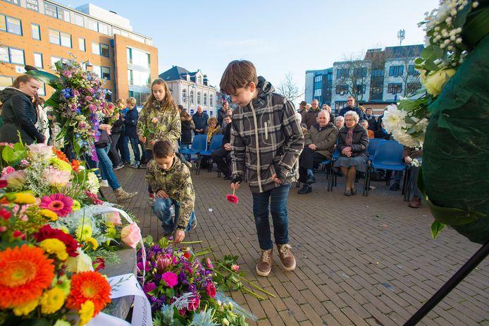De herdenking bij het Apeldoornse stadhuis gaat dit jaar niet door.