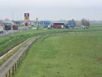 Extra beveiliging voor snelwegparking Mannekensvere